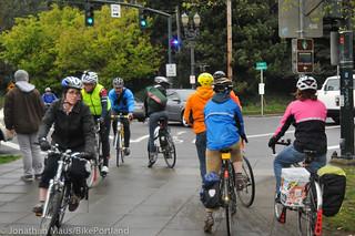 Blue light bike signal NE Oregon and Lloyd-2