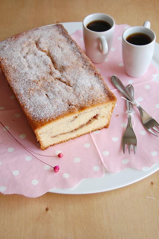 Cinnamon swirl loaf cake / Bolo mesclado com canela