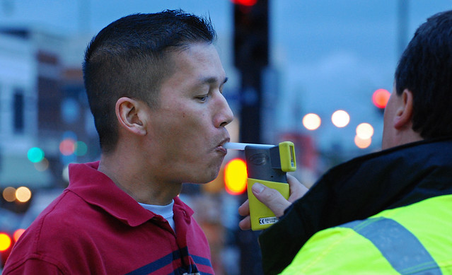 Drinkers Learn Their Limit por KOMUnews, en Flickr