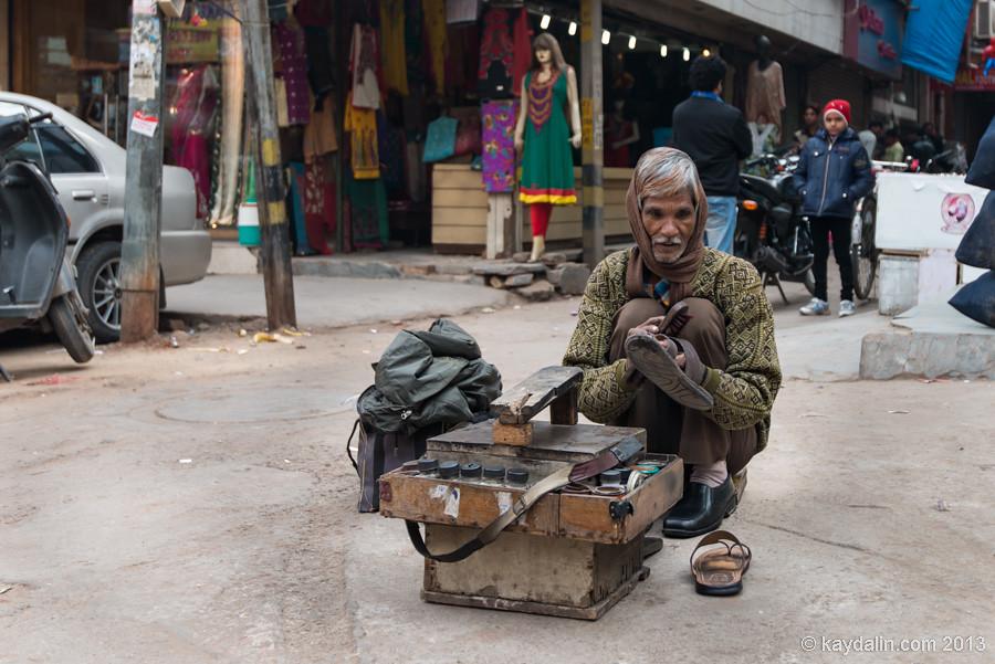 Чистильщик обуви в Индии