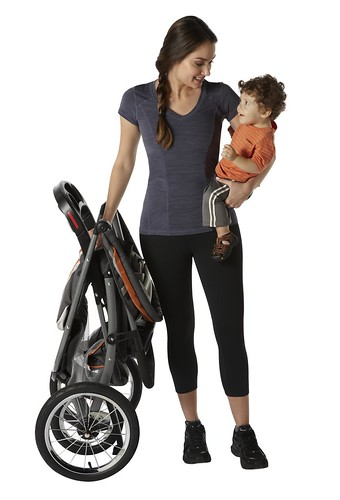 fastaction_foldjogger_mom_baby_folded_stroller_2