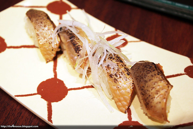 Itacho Sushi - Salmon with Soy Sauce