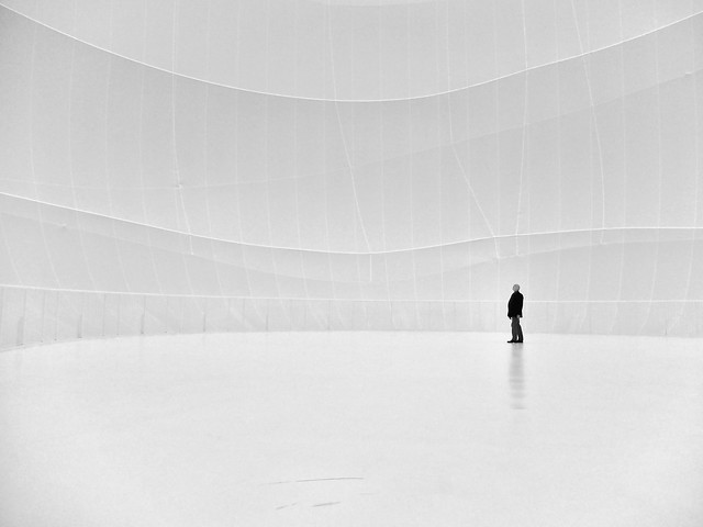 Lost in whiteness - Minimalism in Street Photography