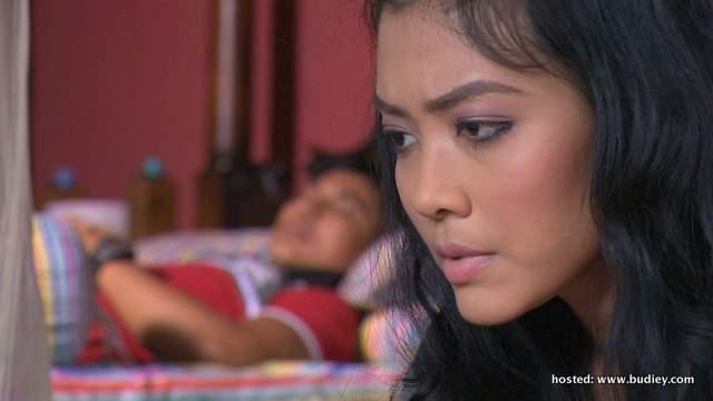 Syatilla Melvin memegang watak sebagai Nurin dan Erry Putra memegang watak sebagai Umar