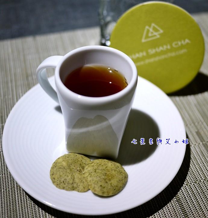 6 日月潭紅玉佐茉香翠玉茶餅