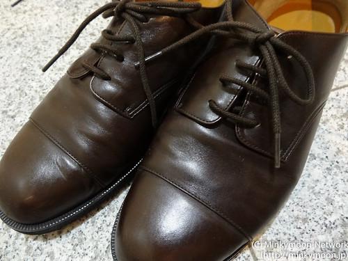 茶色の革靴&買ったままの靴紐