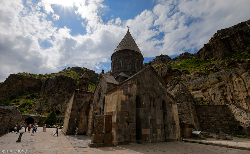 Yerevan central armenia around guides for Mezzo classic house club yerevan armenia