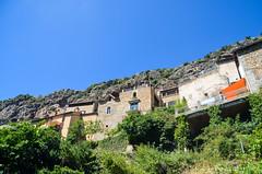 Peyre, village troglodyte