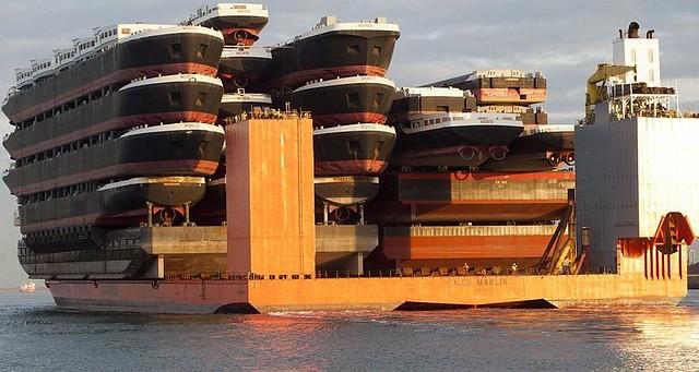 El barco que transporta barcos: la historia y los vídeos