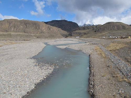 El Chaltén: rivière d'eau laiteuse d'un glacier
