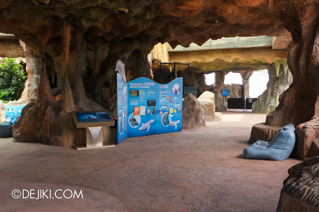Marine Life Park Singapore - Adventure Cove Waterpark - Inside the Grotto 2