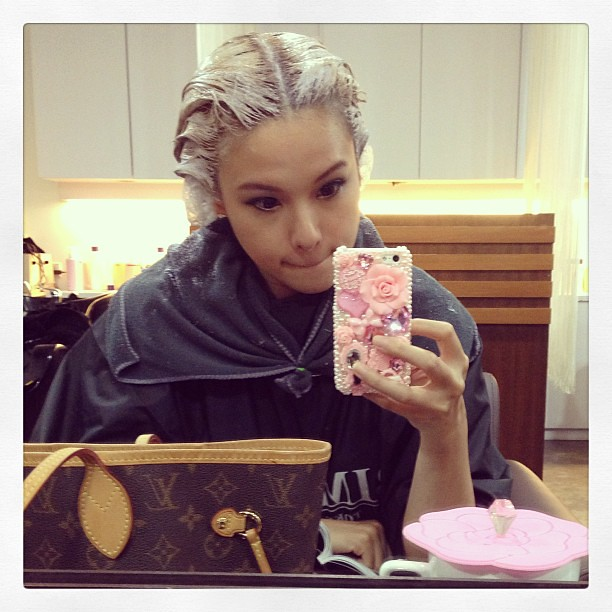 Bleaching my hair. Changing for a lighter color. And showing off my new phone cover.  @number76style