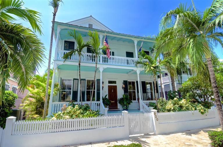 Key west properties 920 fleming street old town key west for Bath house key west