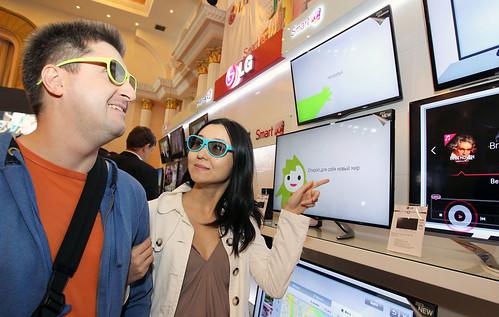카자흐스탄 알마티市에서 대규모 신제품 발표회 'LG 이노베이션 쇼' 현장