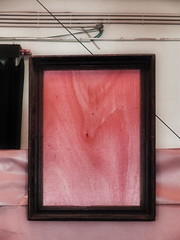 Frame with wooden back cover dreaming of a painting - Unanswered Request for a Painting ~ Ein Bilderrahmen erträumt sich sein Bild