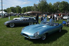 jaguar d-type(0.0), jaguar xkss(0.0), automobile(1.0), jaguar(1.0), vehicle(1.0), performance car(1.0), automotive design(1.0), jaguar e-type(1.0), antique car(1.0), vintage car(1.0), land vehicle(1.0), luxury vehicle(1.0), sports car(1.0),
