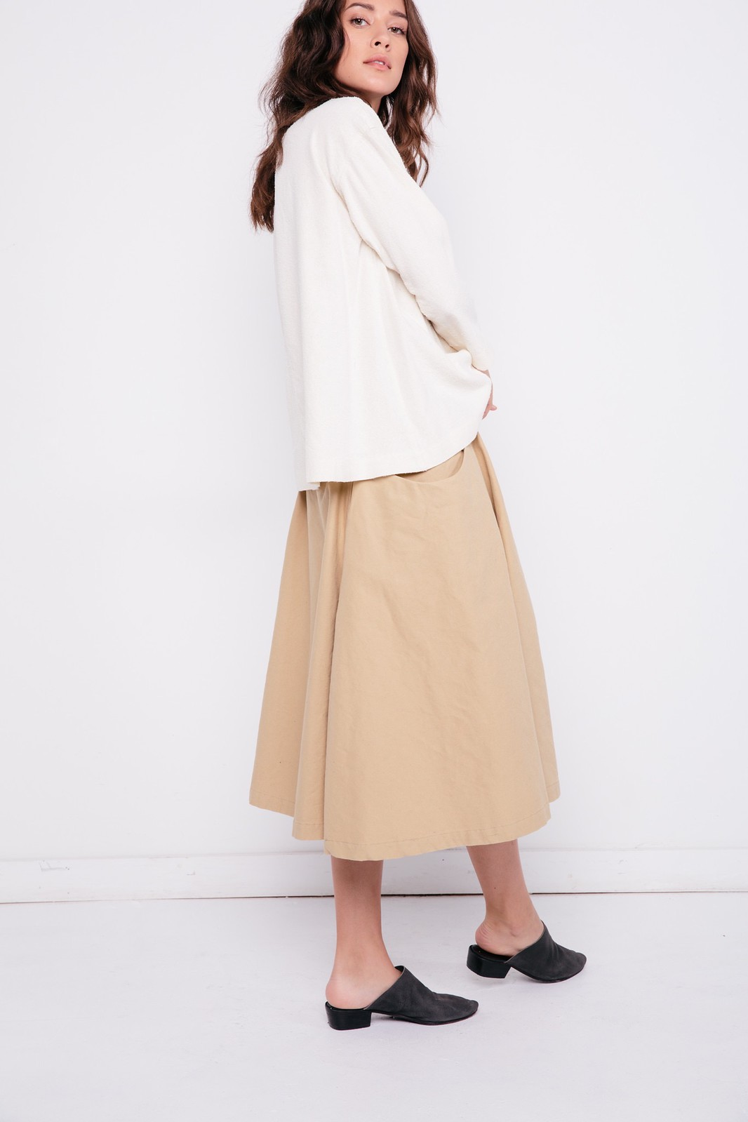 03-elizabeth-suzann-product-clyde-billow-skirt-khaki-cotton