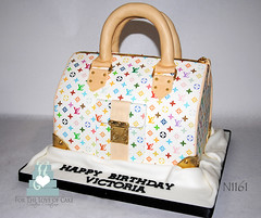 N1161-LV-purse-birthday-cake-toronto-oakville