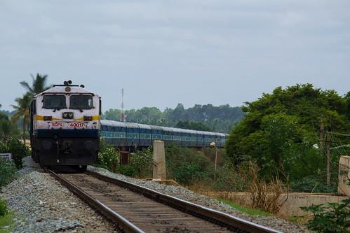 shimogabangalore smetsbc intercity ice express 16202 swr tumkur tk kjm emd wdp4b 40017