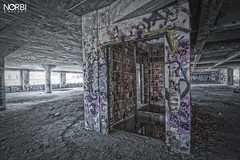 URBEX Montreal: Omnipac/dep - HDR - watch your step