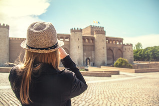 صورة قصر الجعفرية قرب Almozara. people españa castle hat spain zaragoza aragon sombrero es castillo saragossa aljaferiapalace aljafería palaciodelaaljaferia mariyaprokopyuk