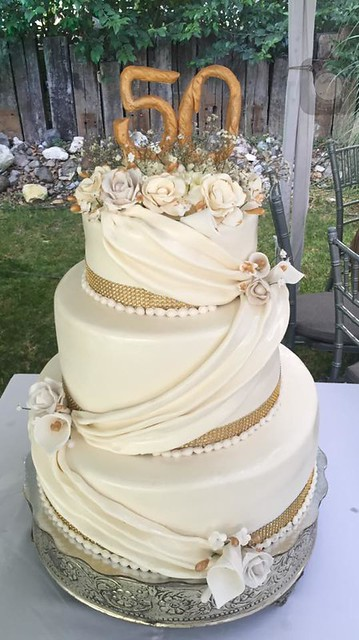 50th Aniversary Wedding Cake by Ayesha Moreno Dena of Ayesha Pasteles