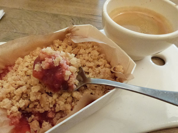 ou crumble fraise rhubarbe.jpg