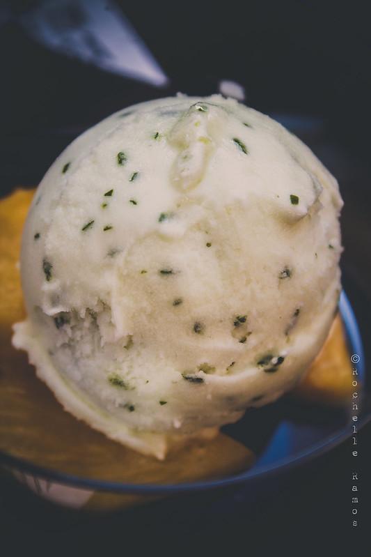 Jose Avillez - Ananás assado com sorvete de limão e manjericão