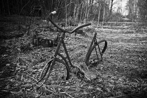 road old white black nature bike bicycle finland tie cycle end polkupyörä vanha pushbike kouvola pyörä kuusankoski