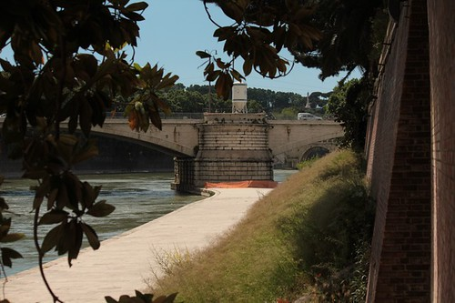 Il ponte dalla sponda dell'Isola Tiberina