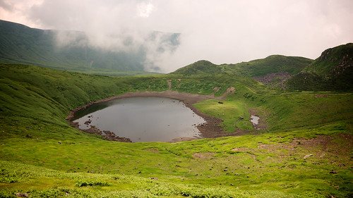 summer cloud mountain lake nature volcano nationalpark hiking altitude reserve nobody nopeople hike climbing daytime akita tohoku active stratovolcano 鳥海山 stockcategories yurihonjo fotopedia mountchokai 100famousjapanesemountains lumixg20f17 chōkaiquasinationalpark 鳥海国定公園 akitafuji 出羽の富士 dewanofuji