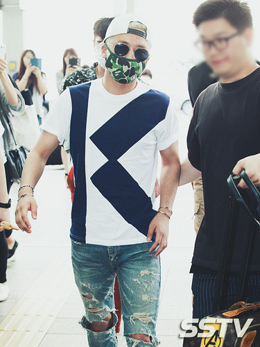 BIGBANG Incheon Airport to Shanghai Press 2015-06-19 022