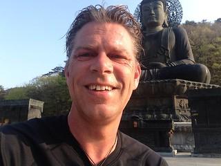 Voor de Buddha de dagelijkse meditatie