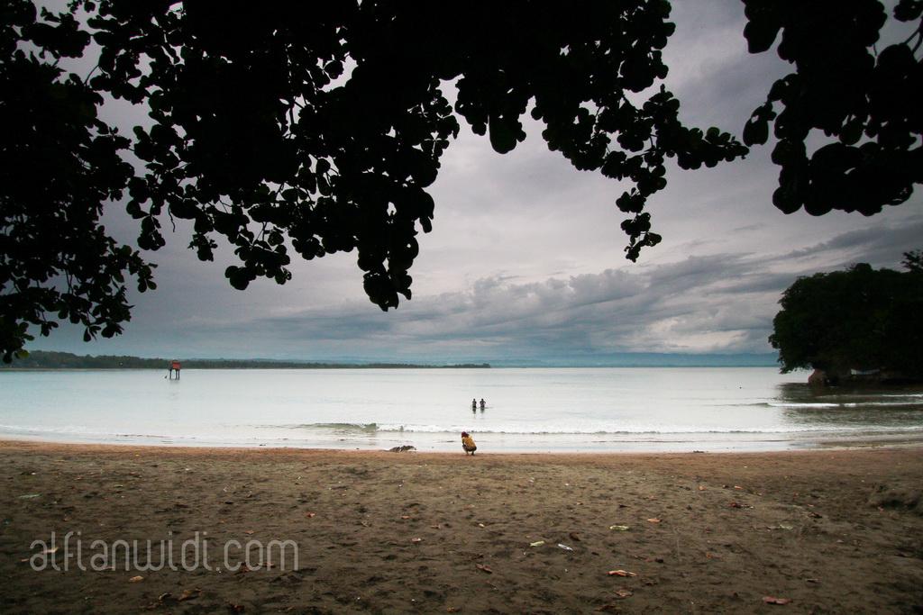 11.Pantai Batukaras.