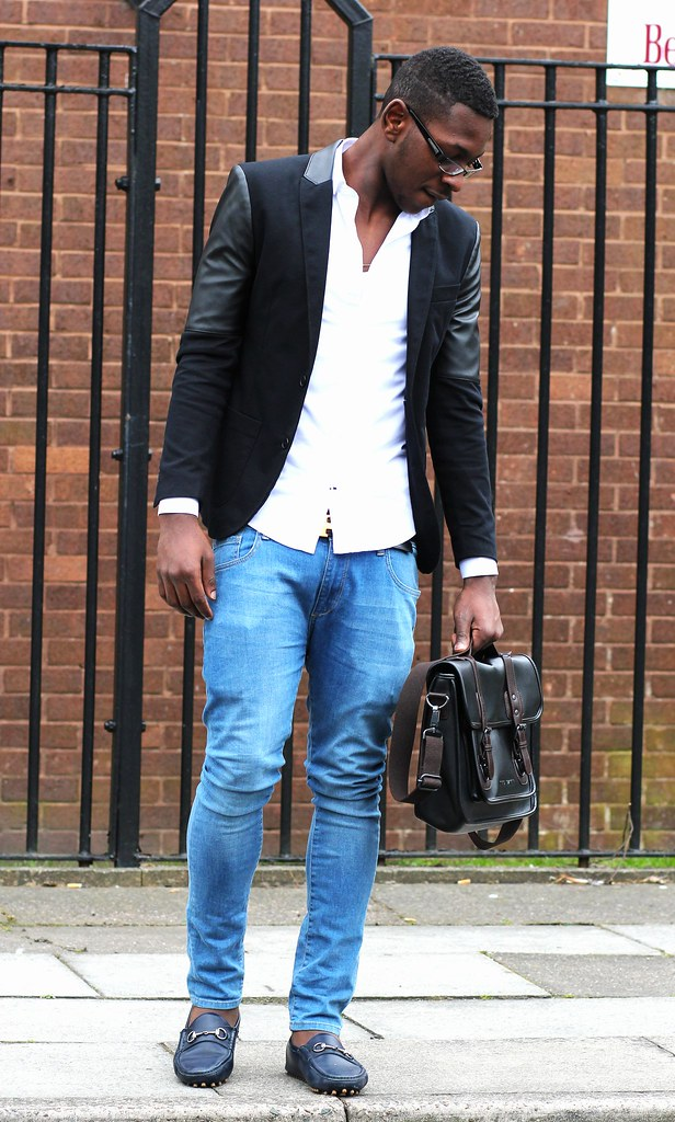 Men's Slim fit leather-sleeved cotton blend blazer, white shirt, blue jeans & satchel bag: Street Style