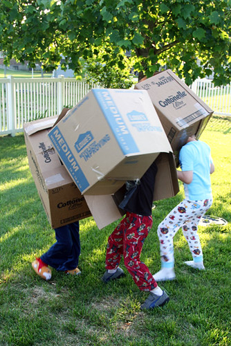 Kids-playing-in-boxes