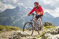"""Mit Andi Heckmair über die AlpenE-Bike-Transalp von Oberstdorf zum Gardasee. Unterwegs mit dem """"Vater der Transalp"""""""