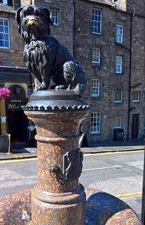 Kuva One O'Clock Gun. edinburgh fringe bobby terrier greyfriars statue dog