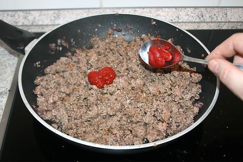 35 - Tomatenmark hinzufügen / Add tomato puree