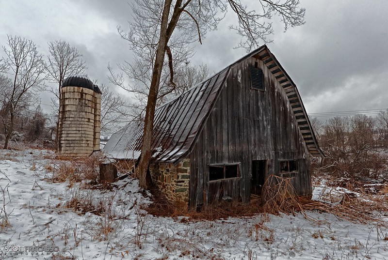 Abandoned Barn, Paeonian Springs Virginia