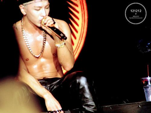 Taeyang-Seoul-day1-20141010-90121212_10