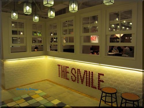 2013-04-23_ハンバーガーログブック_【新宿】The smile のプレオープンでスモークサーモンバーガー-02