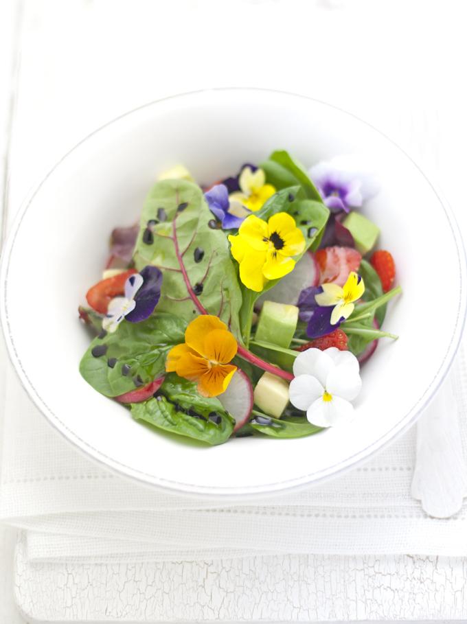insalata con i fiori alto