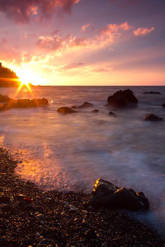longexposure sky españa sun sol beach water clouds sunrise canon landscape dawn spain agua rocks wave playa paisaje amanecer cielo nubes dslr olas rocas ceuta largaexposicion 60d efectoseda silkeffect carloslarios