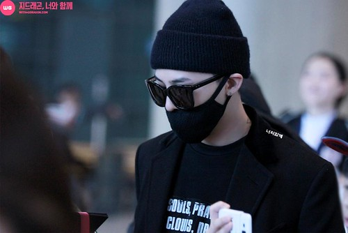 Big Bang - Incheon Airport - 10apr2015 - G-Dragon - With G-Dragon - 03