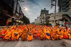 Annual gathering of 10,000 monks in Chiang Mai, Thailand #travel #thailand #buddhism