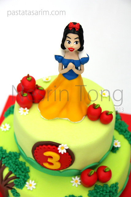 snow white cake apple