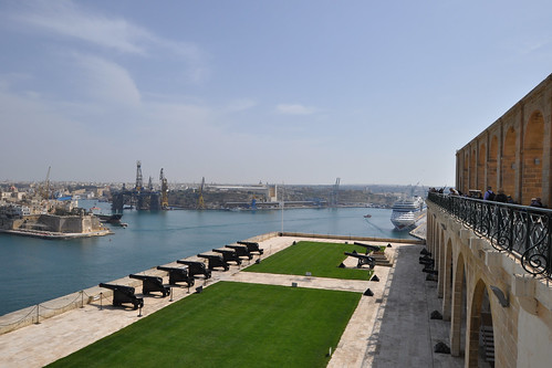 Saluting Battery and port from Upper Barrakka Gardens