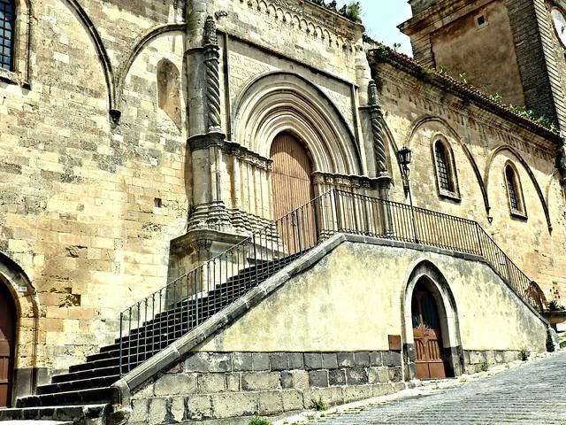 Vizzini (Ct) - Il Portale gotico-catalano della Chiesa Madre (XV)