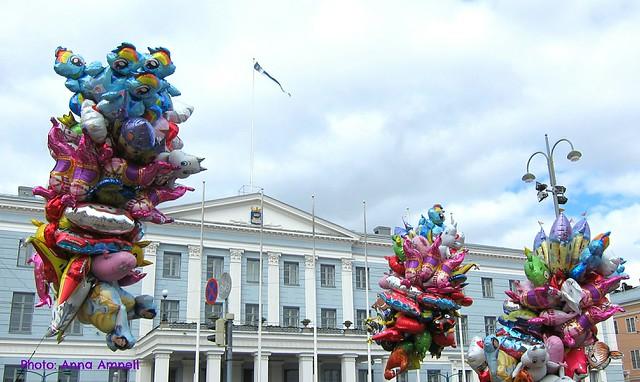Helsingin kaupungintalo vappuna